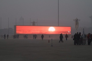 megaschermo-tramonto-pechino-inquinamento